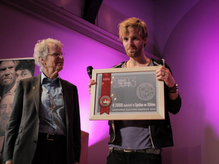 Tim Hofman (BNN Spuiten en Slikken) reveived the Award from Frederik Polak