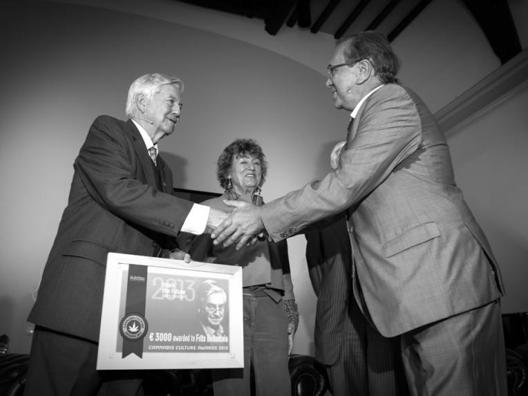 Ben Dronkers feliciteert Frits Bolkestein
