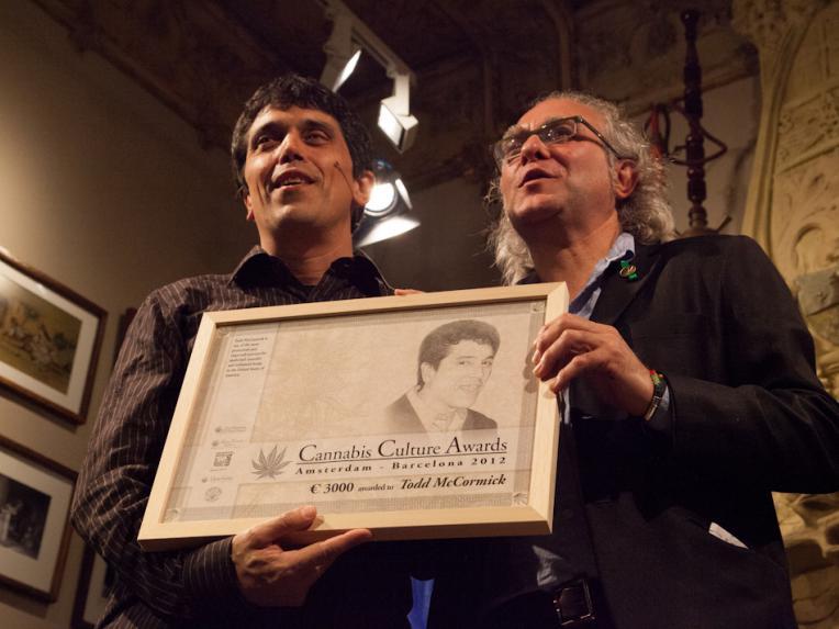 Moíses Lopez hands the Cannabis Culture Award to activist Todd McCormick
