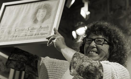 Fernanda de la Figuera  aanvaardt de Cannabis Culture Awards 2012